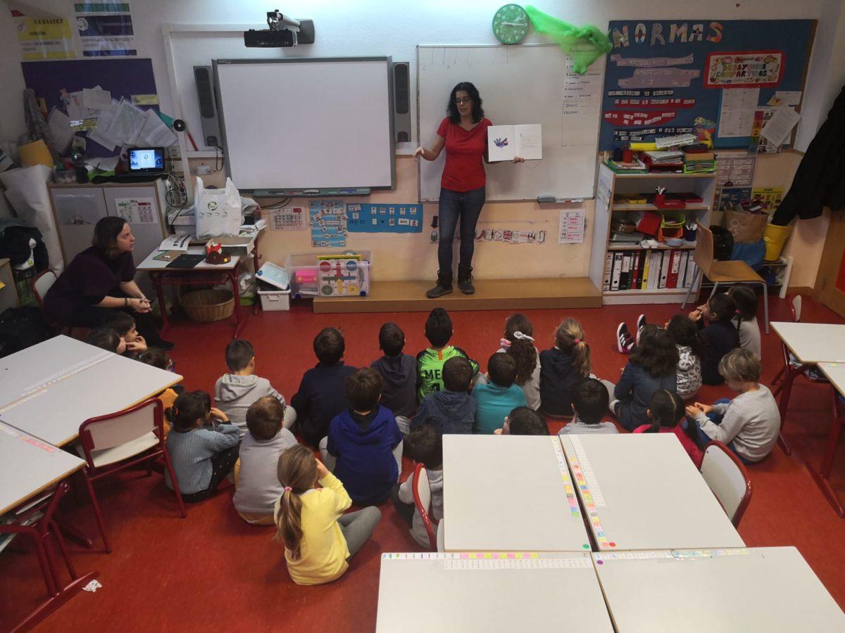 Actividad de cuenta cuentos en colegio FUHEM